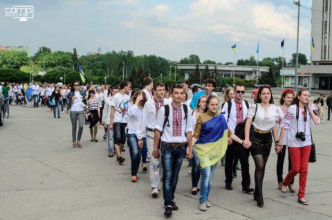 Сумчани долучилися до всеукраїнського флешмобу, присвяченого Дню української вишиванки.